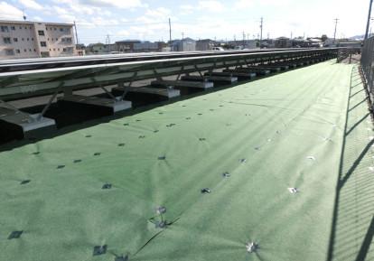太陽光発電施設の防草シート施工事例