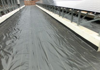 太陽光発電施設の防草シート施工