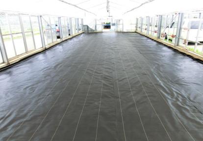 農地の防草シート施工事例 (ビニールハウス)