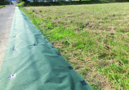 農地の防草シート施工事例 (農道)