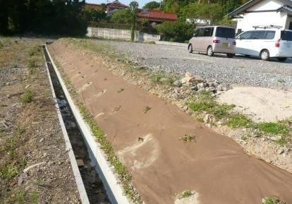 宅地の防草シート施工事例 (土手)
