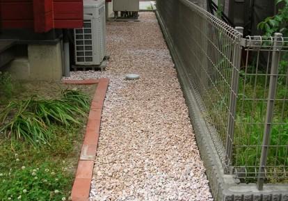 宅地の防草シート施工事例 (通路)