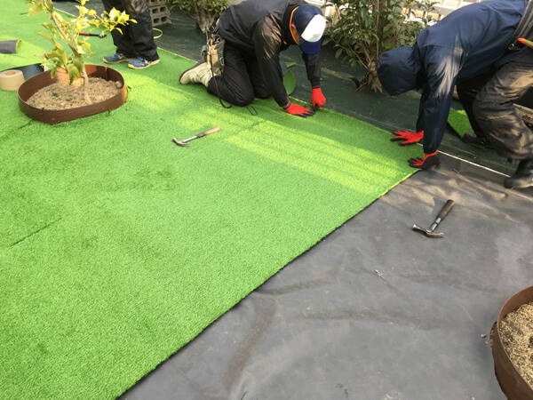人工芝の設置_人工芝とマルチの施工事例
