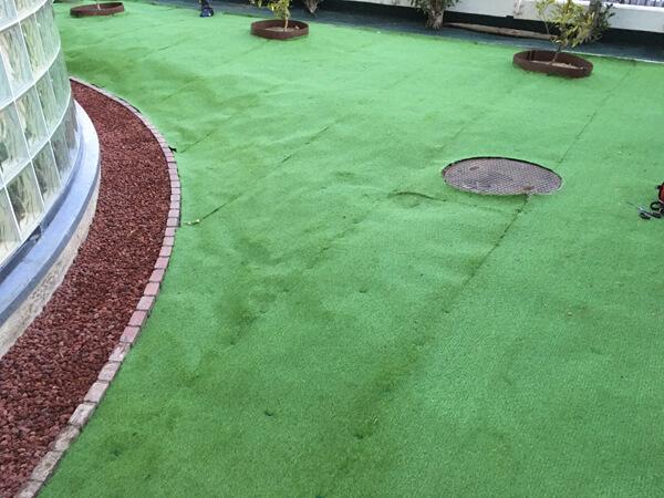 施工後の様子②_人工芝とマルチの施工事例