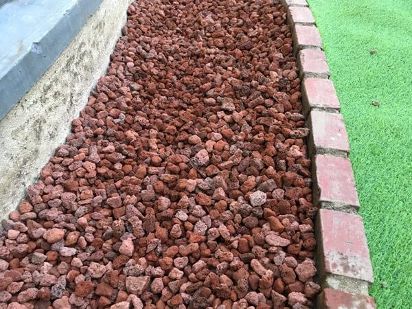 施工後の様子③_人工芝とマルチの施工事例