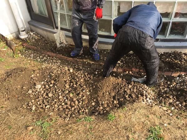 玉砂利の撤去_人工芝とマルチの施工事例