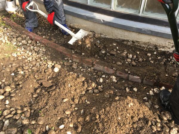 掘り下げる_人工芝とマルチの施工事例