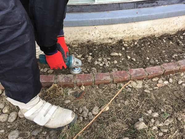 見切り材の設置_人工芝とマルチの施工事例